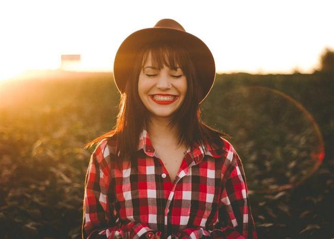 Bir kişi gülümseyerek 17 kas, kaşlarını çattığında 43 kas kullanıyor.  Gözlerinizin odaklanmasına yardımcı olan kaslar günde yaklaşık 100.000 hareket tamamlar. Bacak kaslarınızın aynı miktarda hareket etmesini sağlamak için 80 kilometre yürümeniz gerekir.