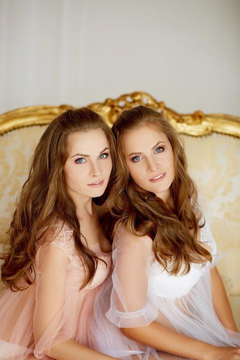 Her bir insanın kendine özgü kokusu vardır. (Sadece ikizler aynı kokuya sahip olabilirler.)