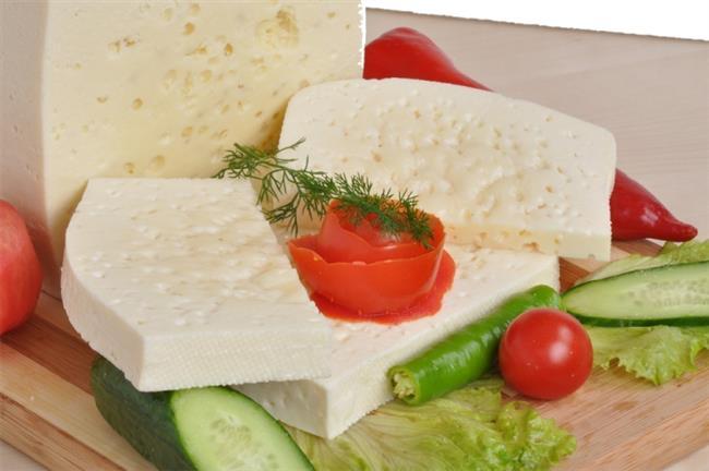 • Sahura mutlaka kalkın ve yavaş sindirilen, gün boyu etkisini sürdürebilecek lifli besinleri tercih edin. Sebze, meyve ve tam tahıllı ekmekler en önemlilerindendir. Protein olarak da peynir, yumurta, süt/ yoğurt öneriyoruz. Liften daha zengin hale getirmek için süt veya yoğurdunuza yulaf ezmesi ekleyebilirsiniz. Sahurun hafif bir kahvaltı şeklinde lifli ve proteinli olması sindirim sistemi sağlığı açısından önemlidir.