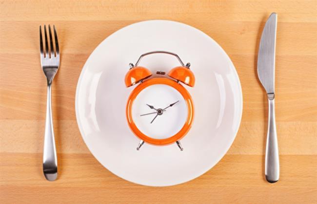 """Anadolu Sağlık Merkezi Beslenme ve Diyet Uzmanı Tuba Örnek ise 1 aylık sürecin, vücudun metabolizma hızını yavaşlattığını belirterek, """"Ramazan ayında fiziksel aktivitelerimizi de azaltmak zorunda kalabiliriz. Bu durumda enerji dengesini sağlamak ve sağlığınıza zarar vermemek için kilonuzu sabit tutmayı hedeflemek sağlık için önemlidir"""" diye konuştu."""
