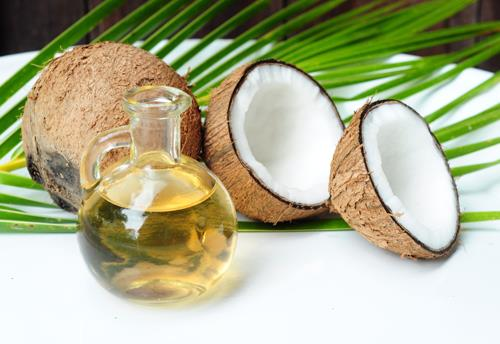 Hindistancevizi Yağı  Parlak ve kalın telli saçlar için önerilen bitkisel yağdır. Saçları besleyerek, uzamasını sağlar.
