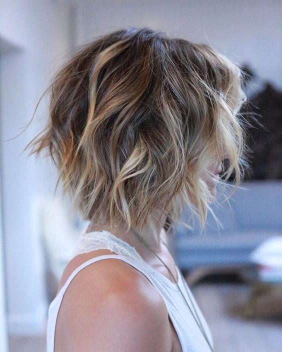 """Saçınızı duruladıktan sonra röfle setinin içerisinden çıkan ya da ayrı satılan bakım kremlerini uygulayarak saçınızın zarar görmesine engel olabilirsiniz.  Son olarak saçınıza fön çekerek röflelerinizin daha net bir şekilde görülmesini sağlayabilirsiniz.  <a href= http://mahmure.hurriyet.com.tr/foto/guzellik/kahve-ile-sac-nasil-boyanir_42043 style=""""color:red; font:bold 11pt arial; text-decoration:none;""""  target=""""_blank""""> Kahve İle Saç Nasıl Boyanır?"""