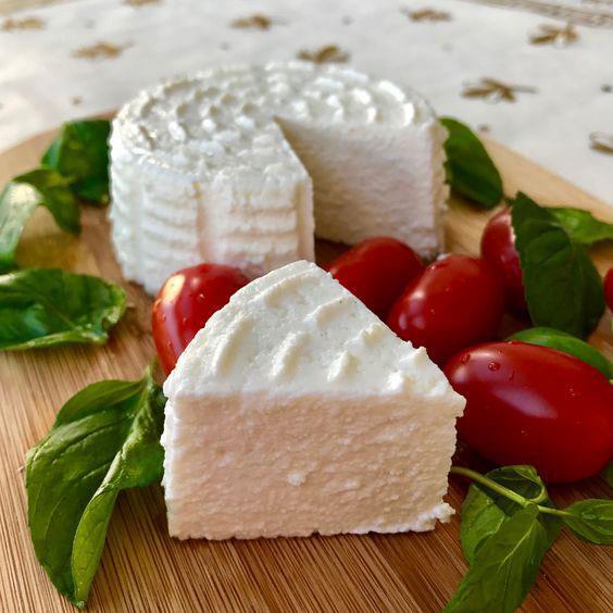 Her sahurda en az 70 gr. kadar peynir tüketilmelidir. Ayrıca bol sebzeyi sahurda bulundurmak gerekir. Çünkü bol sebze vitamin-mineral ihtiyacını karşılaması bakımından önem taşır.