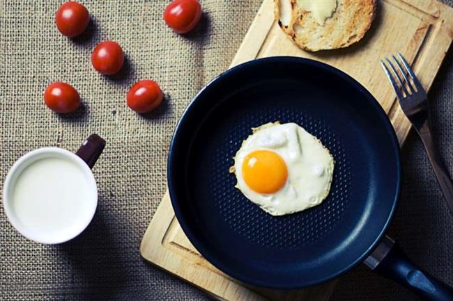 Yumurta  En kaliteli protein kaynağı olarak beslenmemizde yer verdiğimiz yumurta, sahurda tüketildiği zaman gün boyu açlığınızı daha az hissedecek, protein alımınıza destek vereceksiniz. Sahur sofralarınızdan eksik etmeyin.