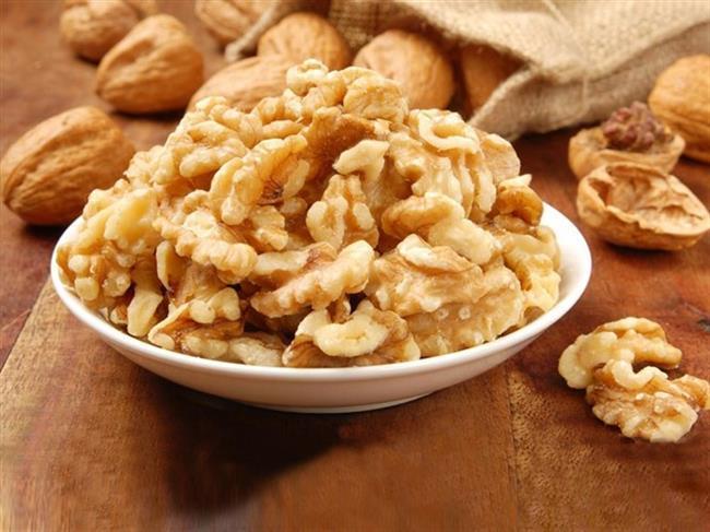 Tuz içeriğinden ötürü kahvaltılarımızın vazgeçilmezi olan peynir ve zeytin ikilisi sahur için sakıncalı olabilir. Peynir sahur sofralarınızda olmalı fakat tuz içeriği yüksek olan peynir çeşitleri tüketilmemelidir. Tuzsuz lor bu açıdan yıldızlı peynirlerdendir. Zeytin yerine yağ grubundan ceviz, fındık, badem tercih edilmesi daha doğru bir seçenek olacaktır.