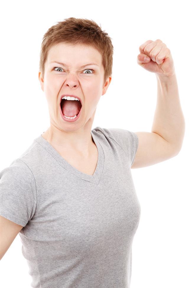Terazi: Terazi burçları her ne kadar zodyaktaki dengeli burçlardan olsa da onun dengesini öfke bozar. Eğer bir Teraziyi öfkelendirmek istiyorsanız çok üstüne düşmek en işe yarayan yöntem olacaktır. Terazileri sıkboğaz ederseniz onun öfkesiyle karşı karşıya kalırsınız.