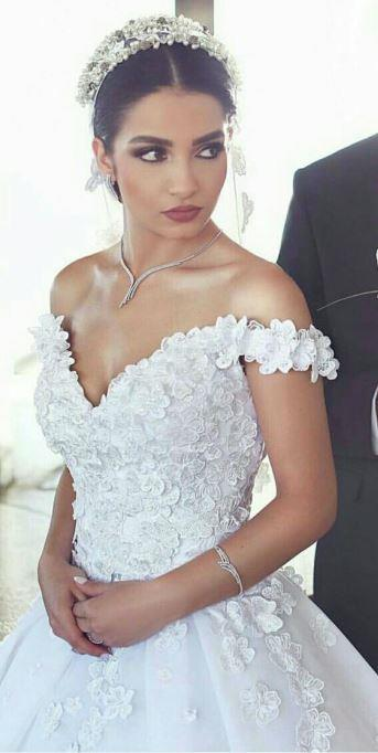 Düğün gününde sadece kaşlarının aralarındaki boşlukları kaş farı ile doldurman yeterli olacaktır.