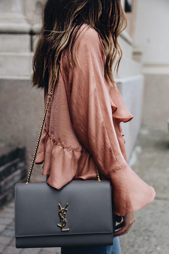Zincirli Çantalar  Kullandığınız çantanın rengiyle bütünlük içerisinde olan zincirler günlük hayatta kullanabileceğiniz bir tarzda karşımıza çıkıyor.