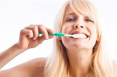 İftardan ve sahurdan sonra dişlerin daha özenle fırçalanması gerekir. Bir ay boyunca dilaltı ve diş eti bölgelerinin iyice temizlenmesini, bir de ağız antiseptiği kullanılmasını özellikle öneriyoruz.