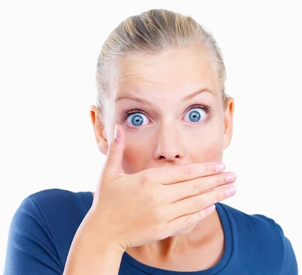 Ağız bakımı özellikle sahurda yeterince iyi yapılmadığında koku daha da artabilir. Kokuyu gideren ağız gargaraları ise yutmamak kaydıyla gün içinde birkaç kez tekraryarak ağız kokunuzu giderebilirsiniz.