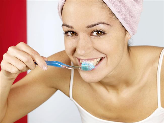 Yemekten sonraki 30 dakika içinde bakteriler dişte çürüme yapmaya başladığından sahurda mutlaka dişleri fırçalamayı unutmamalısımız! Ancak unutulması halinde dişlerinizi gün içerisinde de fırçalayabilirsiniz.