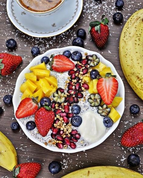 •Tatlı yerine ölçülü olmak kaydıyla meyve yiyin. Ancak meyveler de meyve şekeri de içerdiğinden, aşırı meyve tüketiminden kaçının. •Yatmadan 1-2 saat öncesine kadar küçük ara öğünler yapın.  •Yemek yedikten hemen sonra yatmayın. Reflü problemiyle karşılaşabilirsiniz.