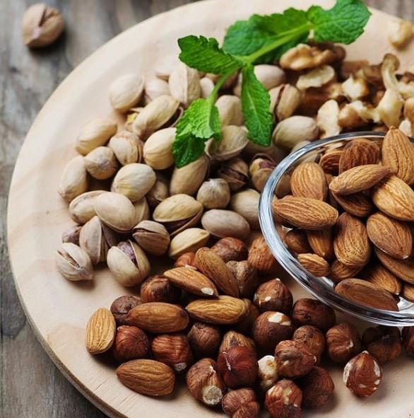•İftar ve sahur arası tüm besin öğelerinden az miktarda ve sık yiyin.
