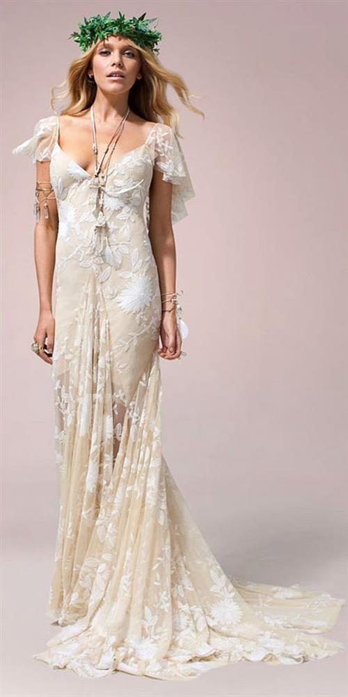 Bohem, dinamik, yenilikçi, renkli ve kısa etekler yılın moda gelinlik modelleri arasında.