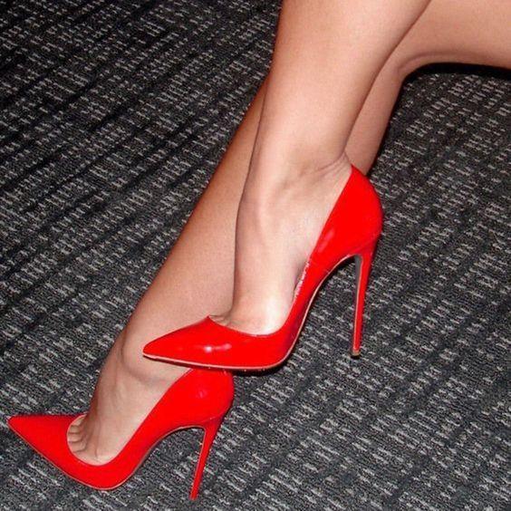 Stiletto  İkonlaşmış stilettoları da yazın rahatlıkla davetlerde kullanabilirsiniz.