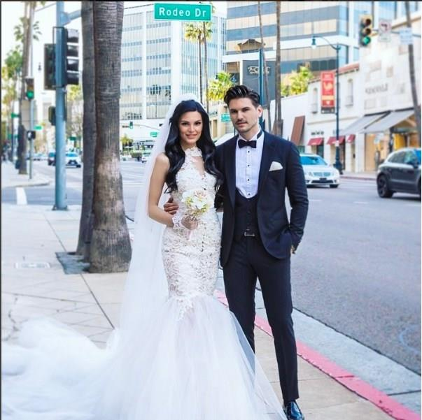 Almeda Abazi - Tolgahan Sayışman  Los Angeles'ta evlendiler.