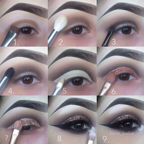 Cut Crease Nasıl Yapılır?  Işıltılı cut crease'i uygulamak için simli bir eyeliner veya ışıltılı bir göz farı kullanabilirsiniz.