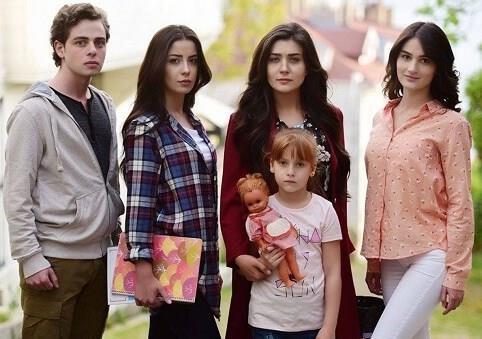 Kanatsız Kuşlar-Atv  Yapımcılığını Koliba Film'in üstleneceği Atv'nin yeni dram dizisi Ümit Kantarcılar ve Melis TÜZÜNGÜÇ başrollerde yer alacak.