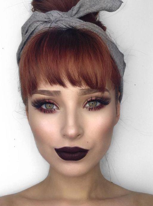 •Öncelikle mat makyaj için yüzün kuru olmasının gerektiğini düşünüyorsanız yanılıyorsunuz. Bu makyajda yüzü nemlendirmek son derece önemli. Mat görünümde cildin pürüzsüz olması için iyi bir nemlendirme gerekiyor.
