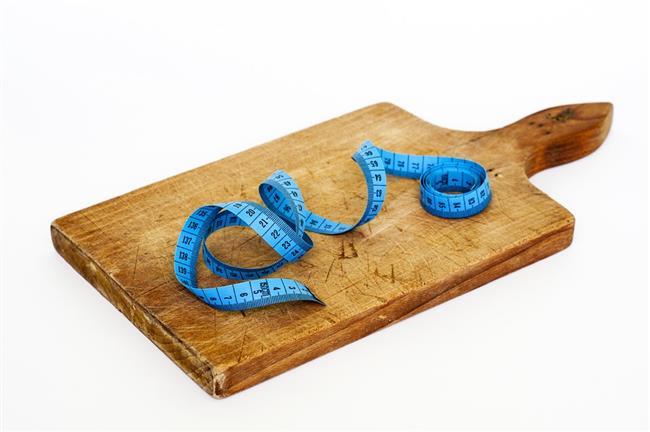 1 porsiyonu 200 gram olan karpuz 50-60 kaloridir. Ama karpuz da her meyve gibi fruktoz (meyve şekeri) içerir ve kalorisi vardır.
