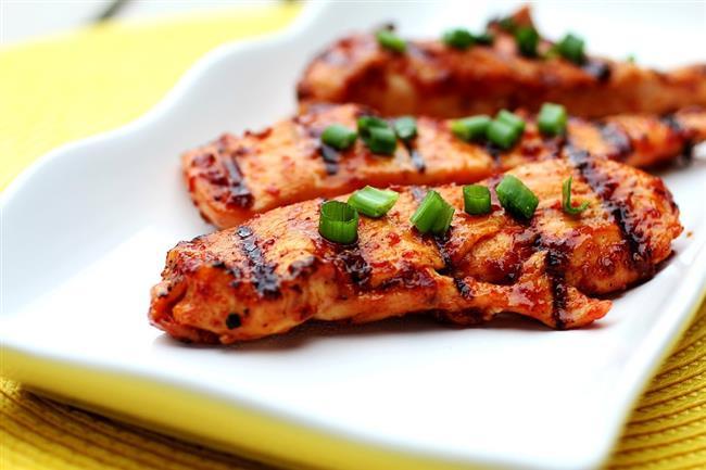 İftar  2 dilim ızgara tavuk  1 kase bulgur pilavı  1 kase cacık veya ayran  meyve salatası