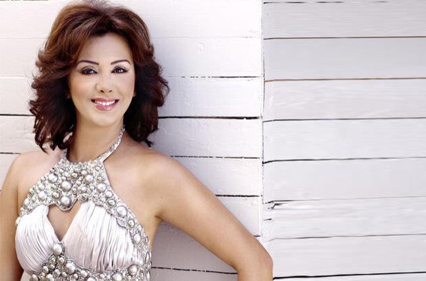 Esra Ceyhan 1992 yılında diş hekimi Barbaros Ceyhan ile evlenmiş, 17 yıl sonra ise ayrılmıştı.