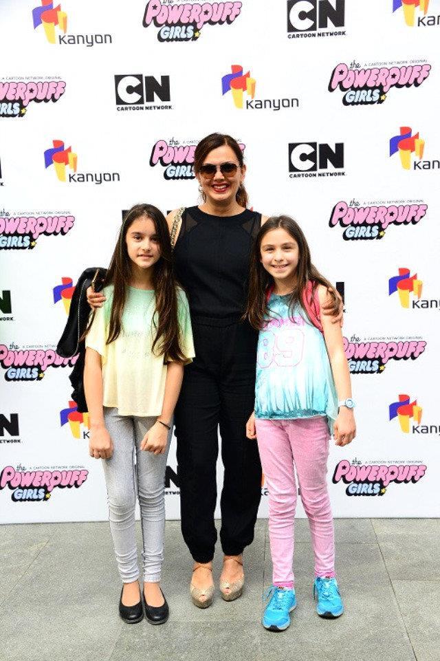 Ekrana ara veren Esra Ceyhan etkinliğe kızıyla birlikte katıldı.