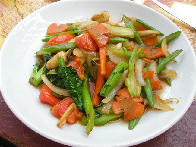 1. seçenek  5 yemek kaşığı sebze yemeği  1 büyük kâse cacık  2 dilim ekmek, salata