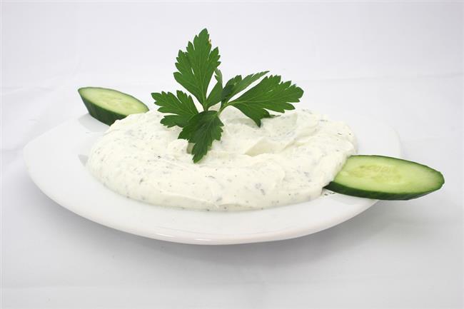 2. seçenek   5 yemek kaşığı zeytinyağlı sebze yemeği  yoğurtlu salata  2 ufak dilim pide, salata;