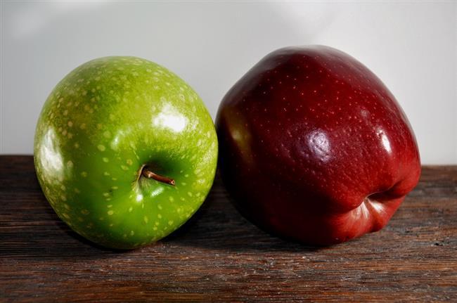 """9.Tok tutan ara öğünler yapın  İkramlara """"hayır"""" diyebilmek veya daha az tüketebilmek için öncelikle tok olmak gerekiyor. Bunun için kahvaltınızı yaptıktan 2 saat sonra kendinize lif ve su içeriği yüksek bir smoothie hazırlayabilirsiniz. Örneğin içine salatalık, yeşil elma ve 2 yemek kaşığı chia tohumu veya 2 yemek kaşığı yulaf kepeği unu eklediğiniz bir smoothie sizi uzun süre tok tutmaya yardımcı olacaktır."""