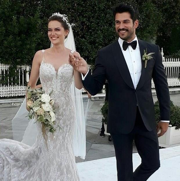 Birçok ünlünün katıldığı düğün renkli görüntülere sahne oldu.