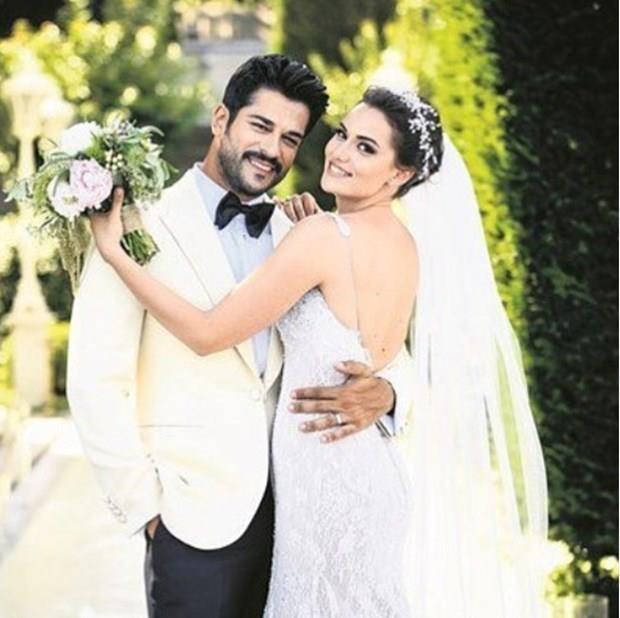 Fahriye Evcen ve Burak Özçivit, 3 yıllık ilişkilerinin ardından Sait Halim Paşa Yalısı'nda yapılan düğün ile dünya evine girdiler.