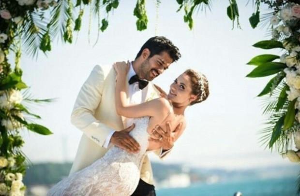 Özçivit ve Evcen çiftinin balayı için ise Maldivler'i tercih ettiği öğrenildi.