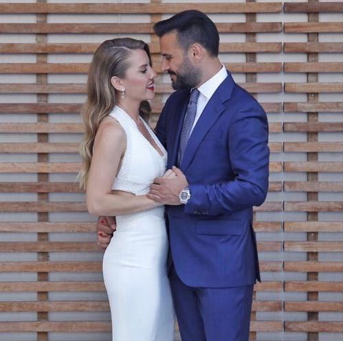 Şarkıcı Alişan bir süredir birlikte olduğu Eda Erol ile evlilik yolunda ilk adımı attı.