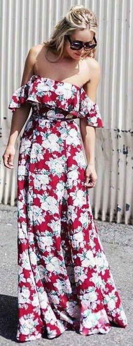 Küçük Göğüslü Vücutlar  Küçük göğüslerinizin avantajını kullanın derim. Omuzları tamamen açıkta bırakan elbiseler size çok yakışır. Derin V dekolteli elbiseler ya da sırt dekolteleri bulunan modeller sizin için biçilmiş kaftandır. Üst kısmında fırfır, drape detayları da göğüslerini biraz büyük göstermek isteyenler için idealdir.