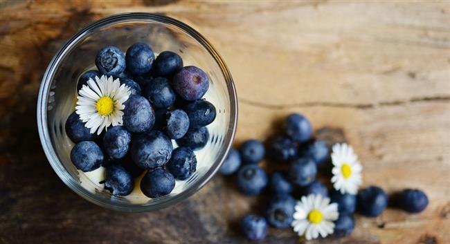 Bu besinlerle göbek yağlarınızı eriterek, kilolarınıza 'dur' deyin! İşte o besinler...  <br  İşte o besinler:  •Yoğurt  •Kefir  •Kinoa  •Yeşil çay  •Yaban mersini  •Yulaf  •Chia tohumu  •Yağlı tohumlar  •Kompleks karbonhidratlar  •Zeytinyağı