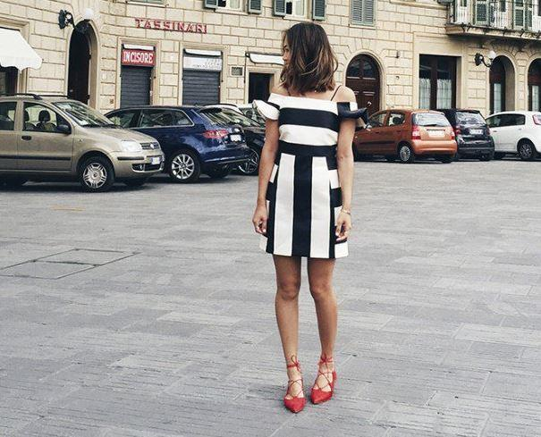 Yazlık elbiseleriniz gibi rahat kıyafetler ile bu ayakkabıları giyip güzel ya da daha şık bir stil elde edebilirsiniz