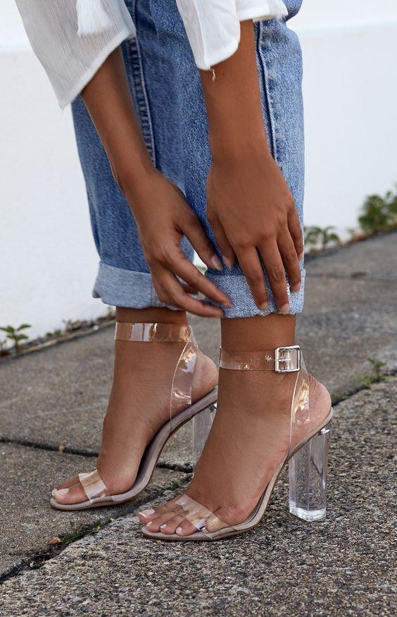 Topuklu ayakkabılardan vazgeçemiyorsanız, dolabınıza sıradışı bir model eklemenin zamanı geldi!