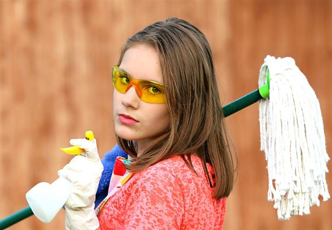 Kadınlar ne kadar yorgun olurlarsa olsunlar evlerini temizlemek için mutlaka kendilerini bir şekilde vakit ayırır. Ama ne yazık ki evdeki çoğu eşyanın gerçekte her gün yıkanması gerektiğini kimse bilmez. İşte evde mikrop saçan 10 eşya...   Kaynak Fotoğraflar: Pixabay, Pexels, Google Yeniden kullanım, Pinterest