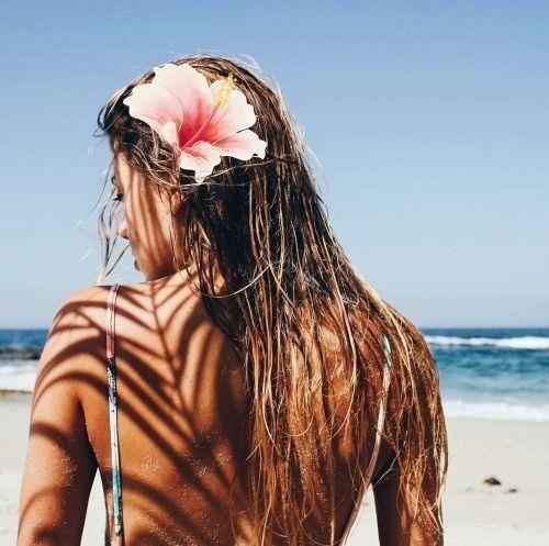 Tuzlu su sonrası saça şekil veren spreyler, saçlarınızdaki karışıklığı önleyip su sonrası istediğiniz şekli vermenizi sağlayacaktır.