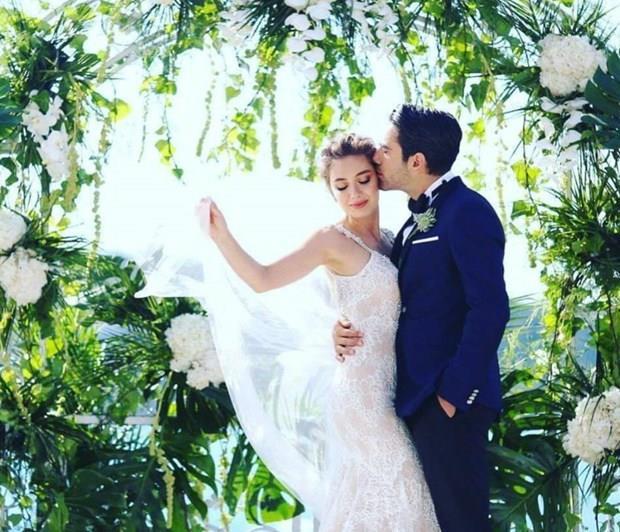 Nelihan Atagül ve Kadir Doğulu  Fatih Harbiye dizi setinde tanışan çift 2016 yılında evlendi.