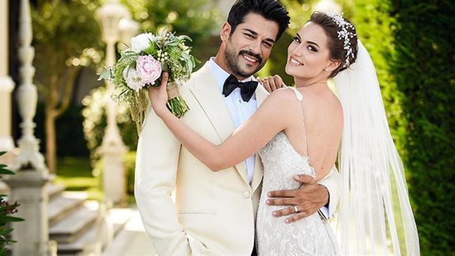 Fahriye Evcen ve Burak Özçivit  2013 yılında başlayan Çalıkuşu dizisinin setinde tanışan ünlü çift birlikteliklerini 2017'de nikahla taçlandırdı.