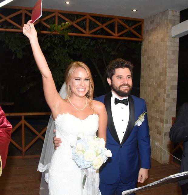 Begüm Öner ve Ceyhun Fersoy  Seksenler dizisinde tanışan çift 2015 yılında nikah masasına oturdu.