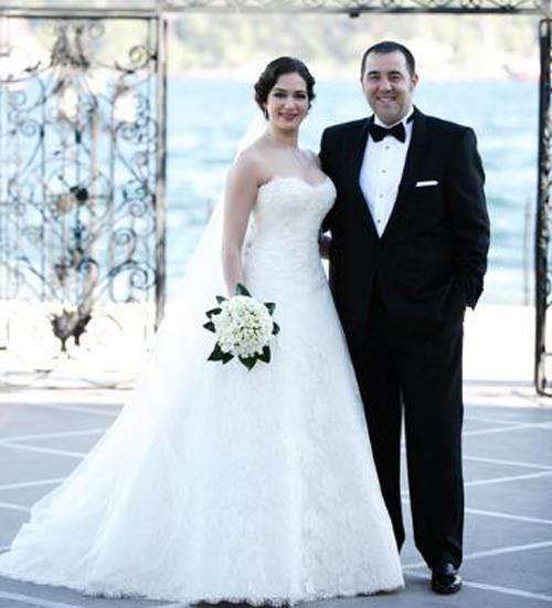 Özge Borak ve Ata Demirer  Eyvah Eyvah filminin setinde tanışan Borak ve Demirer 2012 yılında evlendi.