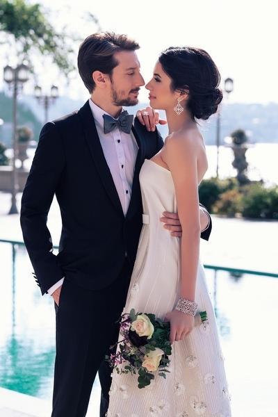 Beyza Şekerci ve Engin Hepileri  İkili İntikam dizisinde tanışıp 2015 yılında evlendi.