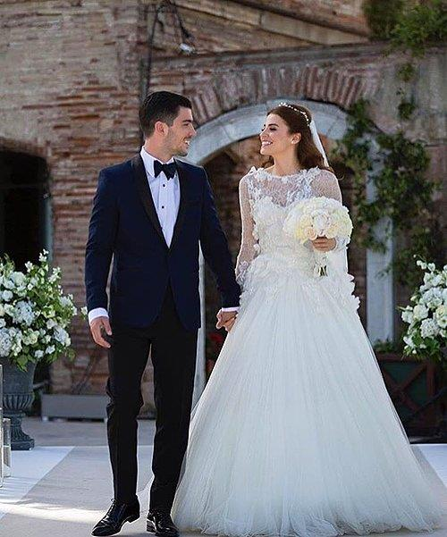 Ezgi Eyüboğlu ve Kaan Yıldırım  Ulan İstanbul dizisine konuk oyuncu olarak katılan Ezgi Eyüboğlu rol arkadaşı Kaan Yıldırım ile 2016 yılında evlendi.