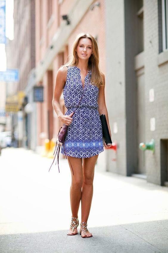 Yazlık elbiseler  Düz sandelet.  Küçük topuklu sandalet.  Merdiven topuklu espadril.