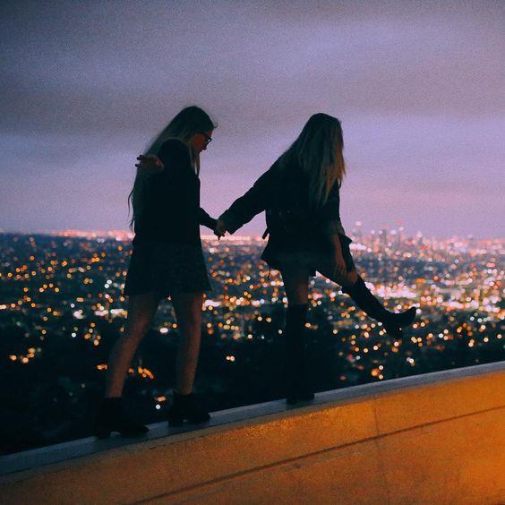 ASLAN  Arkadaşlarınız sizi sert olarak biliyor ama sizin içiniz sevgi ve şefkat dolu. Sizi sahiplenen kişilerle arkadaşlık kurmaya dikkat ediyorsunuz. Baskın kişiliğinizden dolayı arkadaşlarınız onlara emrettiğinizi düşünebilir.