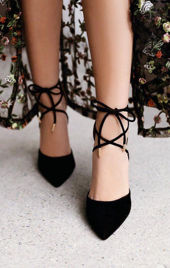 Ayakkabınız ayağınızı acıtıyorsa onları birkaç dakika buhara tutun.