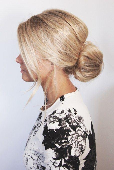 Ensede Topuz  Salaş bir şekilde ensede topladığınız saçlarınız size cool ve gizemli bir görünüm katacaktır.